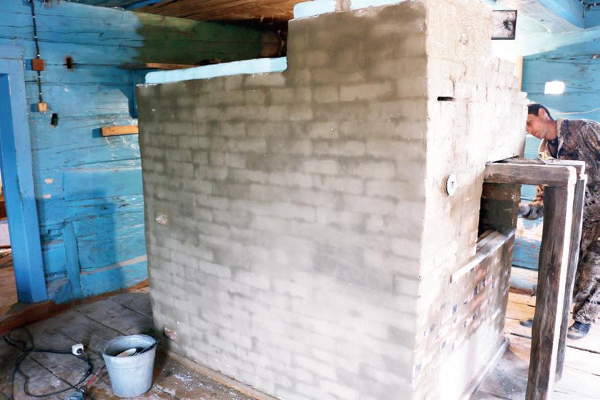 Обе печки реставрировал и восстанавливал Алексей Куржумов